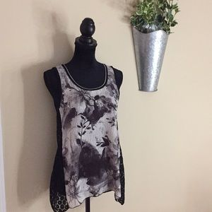 Tops - ❗️FINAL PRICE❗️ Flowy Tank - detailed lace sides